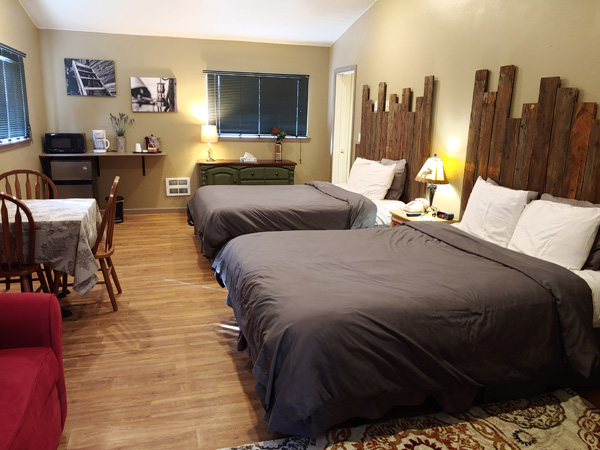 600-x-450_two-queen-beds-cabin_updated