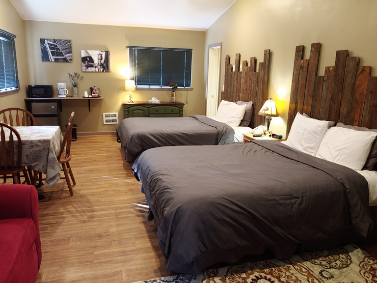 768-x-576_two-queen-beds-cabin_updated